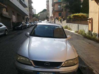 usata Opel Vectra 1.6i 16V cat 4 porte Class