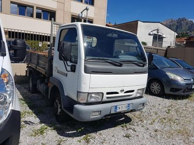 second-hand Nissan Cabstar RIBALTABILE TRILATERALE