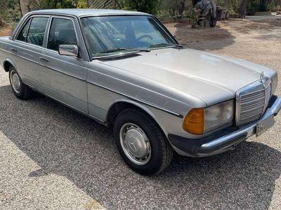 usata Mercedes 240 buono stato di conservazione