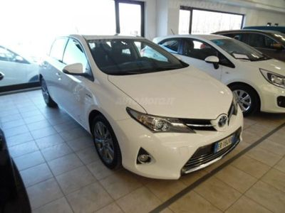 usata Toyota Auris Hybrid 5 porte Lounge del 2013 usata a Piacenza