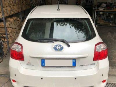 usado Toyota Auris Hybrid 5 porte usato