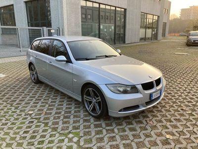 usata BMW 320 d Touring Attiva Automatik*Cerchi 18*Vol