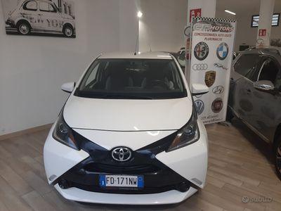 usata Toyota Yaris 1.0 2016 edition PARI AL NUOVO