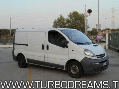 usata Opel Vivaro 1.9 DTI Furgone con clima e gancio traino