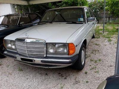 usata Mercedes 240 anni 70 ammiraglia epoca