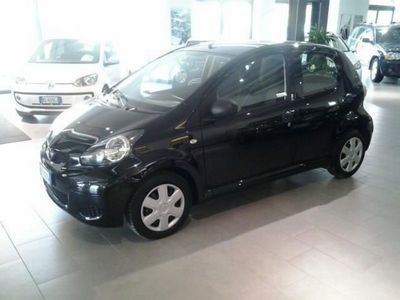 usado Toyota Aygo 1.0 12V VVT-i 5 porte Sol Connect Red Edition