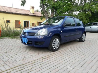 usata Renault Clio 1.2 a benzina neopatentati