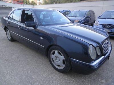 usado Mercedes E250 SerieAvantgarde - 1999