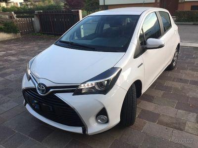 second-hand Toyota Yaris Hybrid - 2015