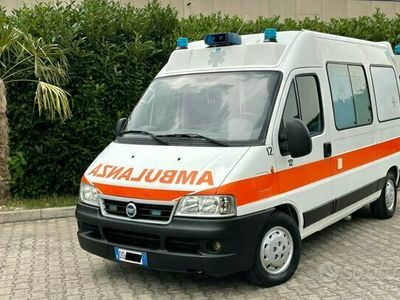 usata Fiat Ducato ambulanza 2.8 jtd 115.000km clima auto
