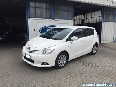 begagnad Toyota Avensis Verso 2.0 D Active 7 posti Pavone Canavese