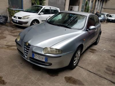 used Alfa Romeo 147 1.6i 16V Twin Spark cat 5p. Connect