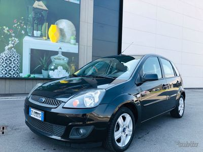 usata Ford Fiesta 1.4 diesel manuale clima radio cd MP3