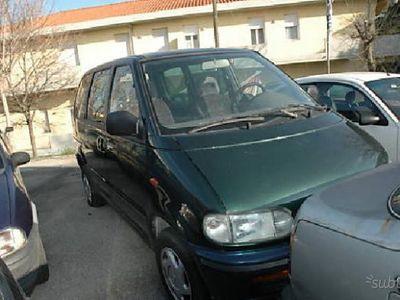 usado Nissan Serena
