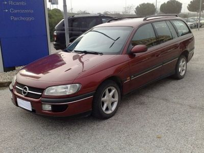 usata Opel Omega Omega 2ª serie2.0i 16V cat Station Wagon CD