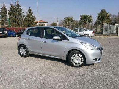 usata Peugeot 208 1.4 HDi 68 CV 5 porte Business