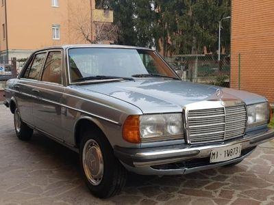 usata Mercedes 240 w123 berlina