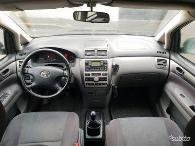 używany Toyota Avensis Verso 2.0 Tdi D-4D 7 POSTI PERFETTA