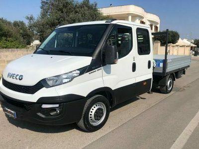 usata Iveco Daily 35s11 2.3 hpt e6 doppia cabina 7 posti con gru