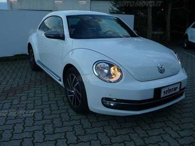 brugt VW Maggiolino 1.6 TDI Design del 2012 usata a Novara