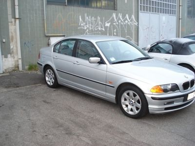 usata BMW 323 i cat 4 porte