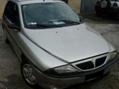 usata Lancia Ypsilon -- LS cat. benzina - 10-2000