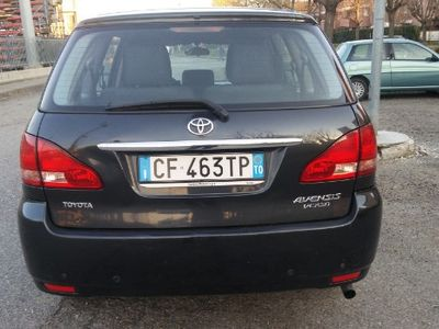 begagnad Toyota Avensis Verso -