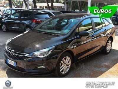 używany Opel Astra 1.6 CDTi 110CV Start&Stop 5 porte Elective del 2017 usata a Roma