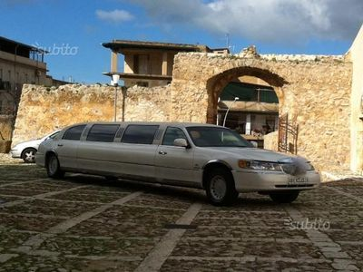 second-hand Ford Lincoln town car limousine - 2003