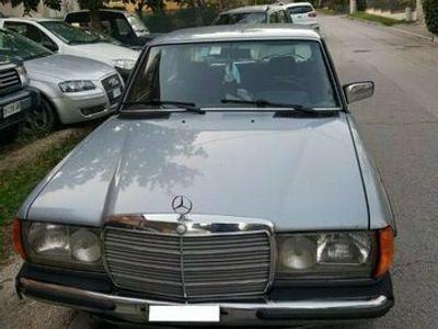usata Mercedes 200 W123Tre Volumi Metano