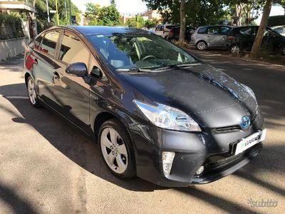 second-hand Toyota Prius 1.8 hybrid grigia rate e permute