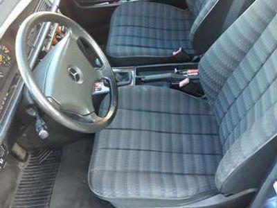 usata Mercedes 190 2.0 E cat