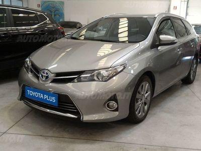 używany Toyota Auris Hybrid 5 porte Lounge usato