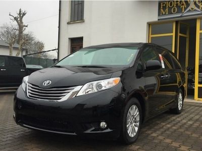 brugt Toyota Sienna XLE 3.5L con auto access seat 7 posti
