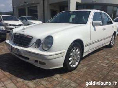 usata Mercedes E240 2.6 V6 Elegance Automatic
