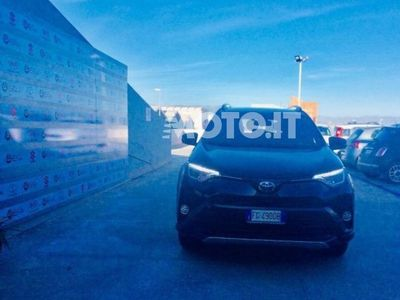 usado Toyota RAV4 Hybrid 4WD Exclusive del 2016 usata a Cagliari