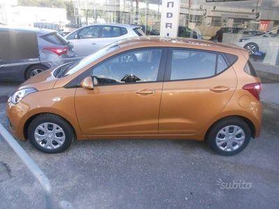 usata Hyundai i10 1.0 COMFORT + LOGIN Mandarin Orange