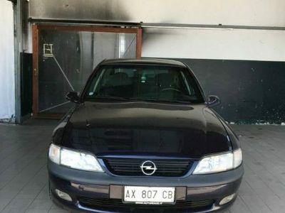 usata Opel Vectra 1.6i 16V cat 5 porte CD