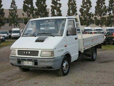 usata Iveco Daily 30.8 2.5 Diesel PC Cassone