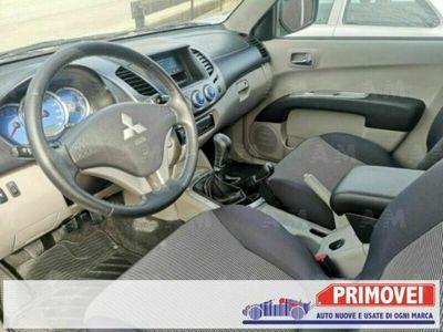 usata Mitsubishi L200 Intense Club Cab 4WD