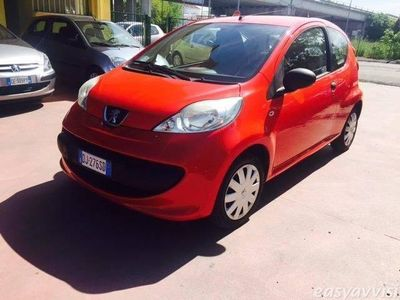 gebraucht Peugeot 107 1.0 68cv 3p. desir benzina berlina rosso