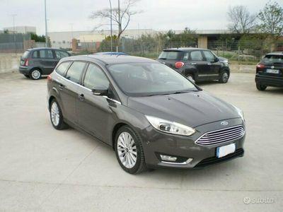 usata Ford Focus titanium - navi - sensori - cerchi 17