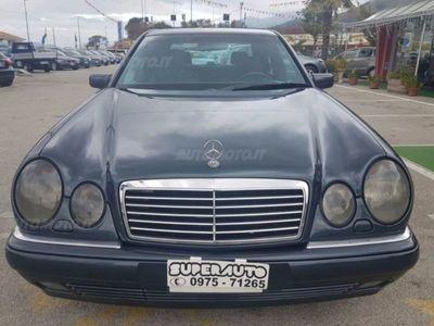używany Mercedes 300 Classe E Station Wagonturbodiesel cat Avantgarde usato