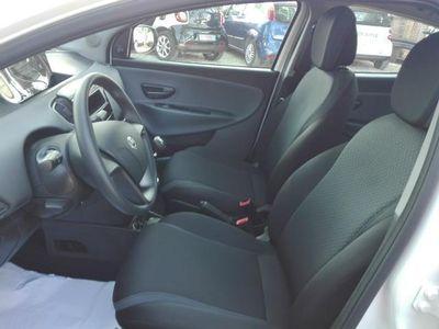 usata Lancia Ypsilon 1.2 69 CV OK NEOPATENTATI