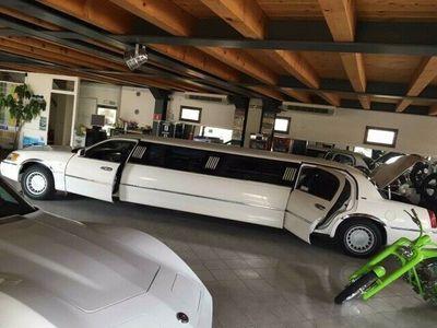 usata Lincoln Town Car limousine 9 posti patente b by gandin motors