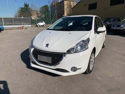 usata Peugeot 208 1.4 HDi 68 CV ok neopatentati