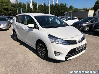 begagnad Toyota Avensis Verso 1.6 D-4D Active 7 posti Fano