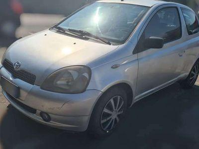 usata Toyota Yaris 1.3i 16V cat 3 porte Luna