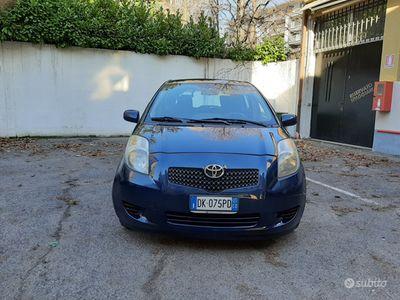 usata Toyota Yaris 1.0 benzina 5 porte neopatentato