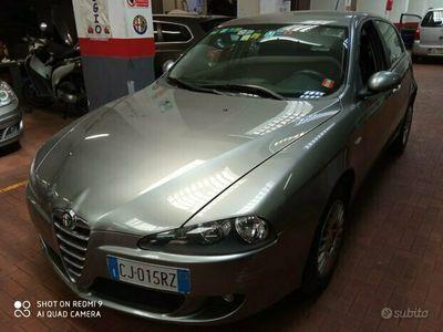 usata Alfa Romeo 147 1.6i 16V 105 CV 5p Distinctive